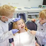 Kinder beim Zahnarzt © Claudia Paulussen - Fotolia.com